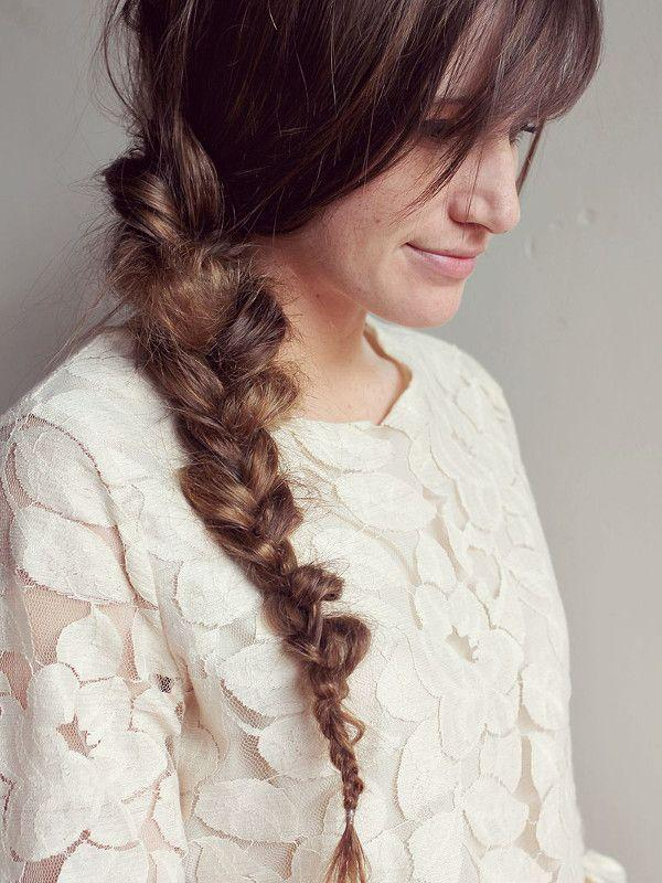 "Reprodução/<a href=""http://www.abeautifulmess.com/2012/06/how-to-style-a-messy-braid.html"" target=""_blank"">A Beautiful Mess</a>"