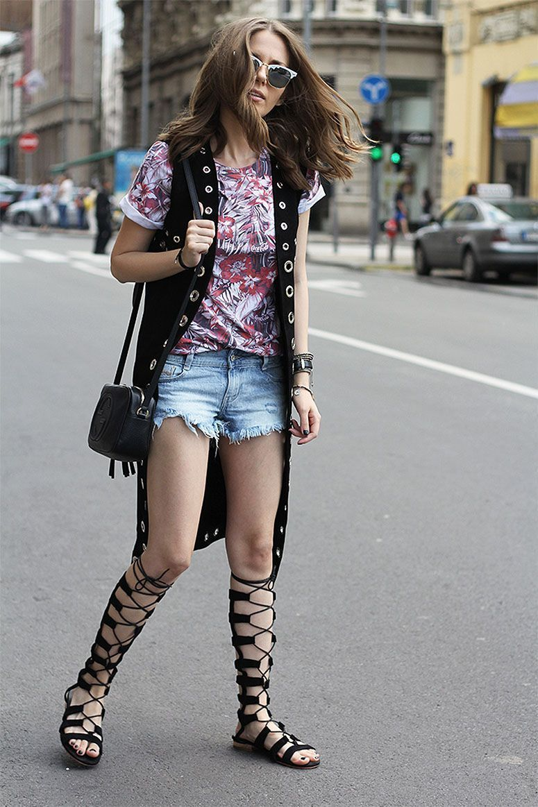 "Foto: Reprodução / <a href=""http://fashionandstylev.blogspot.com.br/2015/06/lace-up-gladiator-sandals.html"" target=""_blank"">Fashion And Style</a>"