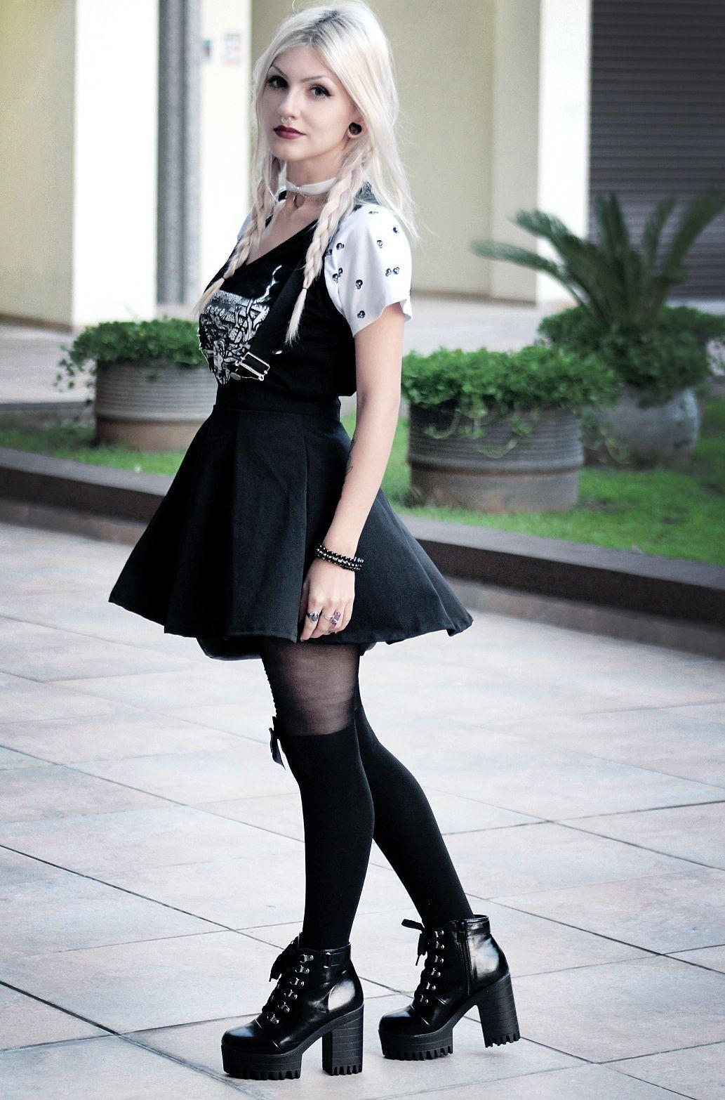 "Foto: Reprodução / <a href=""http://dieinpink.com/outfit-blackheart/"" target=""_blank"">Die in Pink</a>"