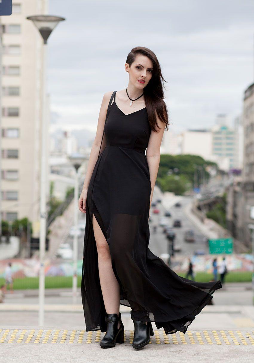 """Foto: Reprodução / <a href=""""http://eaibeleza.com/moda/vestido-longo-com-bota/"""" target=""""_blank"""">E ai beleza?</a>"""
