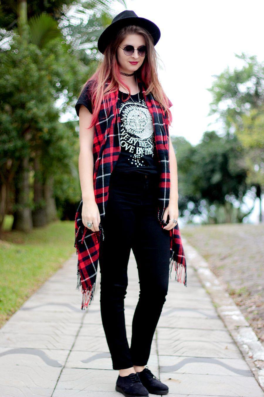 """Foto: Reprodução / <a href=""""http://www.meninicesdavida.com.br/2015/05/look-t-shirt-cintura-alta-e-chapeu.html"""" target=""""_blank"""">Meninices da Vida</a>"""