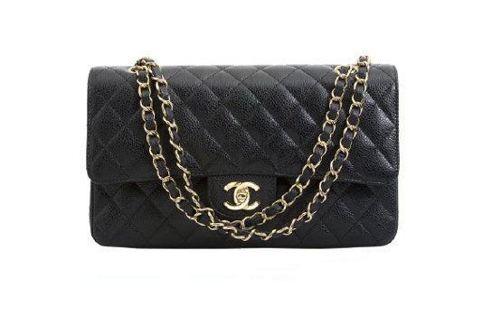 Objeto de desejo, a bolsa clássica da Chanel, modelo 2.55 custa cerca de R$10.000. Foto: Reprodução.