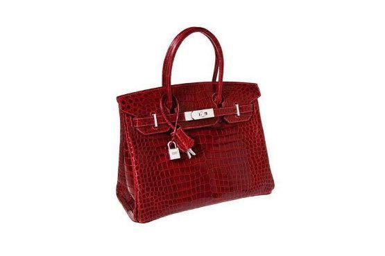 O modelo Birkin é um dos queridinhos das celebridades. A bolsa está disponível em diferentes tamanhos e custa cerca de R$10.000 a R$120.000. Foto: Reprodução.