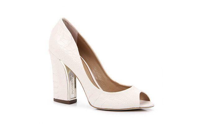 "Sapato de salto Dumond po R$299,99 na <a href=""http://www.passarela.com.br/feminino/produto/6091204867/Peep-Toe-Dumond-41088987---Gelo/"" target=""blank_"">Passarela</a>"
