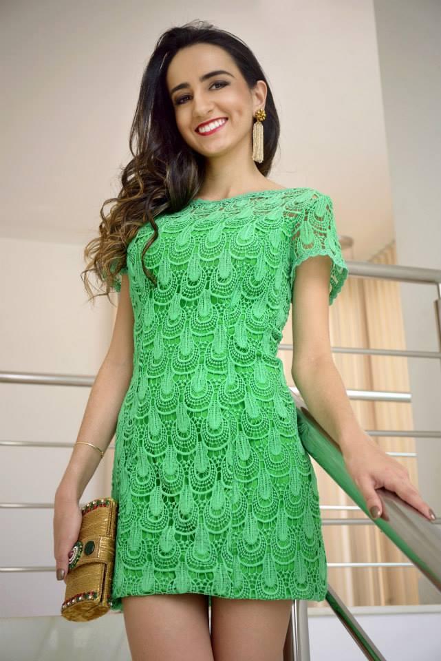 """Foto: Reprodução / <a href=""""http://www.amodadamanu.com.br/look-dia-vestido-de-guipir/"""" target=""""_blank"""">A Moda da Manu</a>"""