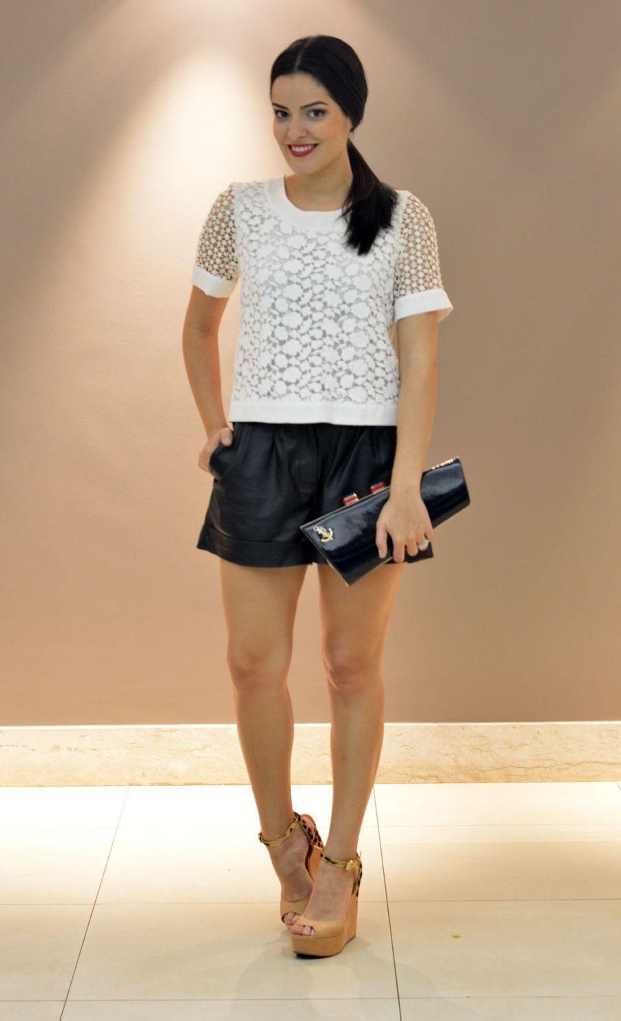 """Foto: Reprodução / <a href=""""http://www.blogdamariah.com.br/index.php/2012/11/look-do-dia-couro-navy/"""" target=""""_blank"""">Blog da Mariah</a>"""