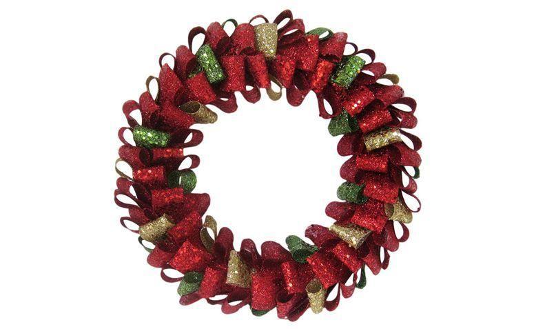 "Guirlanda Santini por R$131,92 no <a href=""http://ad.zanox.com/ppc/?26457186C28070091&ULP=[[http://www.walmart.com.br/produto/Moveis-e-Decoracao/Guirlandas/Santini-Christmas/487218-guirlanda-santini-christmas-natalina-dourada-verde-044-353040&utm_source=zanox&utm_medium=deeplink&utm_campaign=custom_deeplink&utm_content=custom_deeplink]]"" target=""_blank"">Walmart</a>"