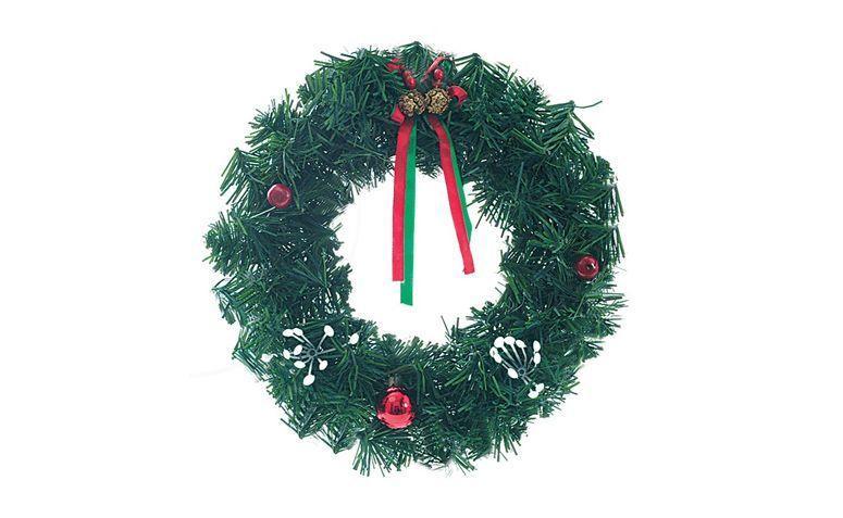 """Guirlanda verde por R$7,99 nas <a href=""""http://ad.zanox.com/ppc/?27713748C38583028&ULP=[[http://www.leader.com.br/coroa-pvc-rigido-20cm-verde-94342/p?utm_source=zanox&utm_medium=link&utm_term=custom_deeplink&utm_content=custom_deeplink&utm_campaign=custom_deeplink]]"""" target=""""_blank"""">Lojas Leader</a>"""