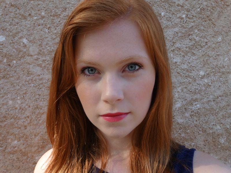 "Foto: Reprodução / <a href=""http://simplyredhead.com/fotn-a-naked-palette-dupe-and-a-bold-lip/"" target=""_blank"">Simply Redhead</a>"