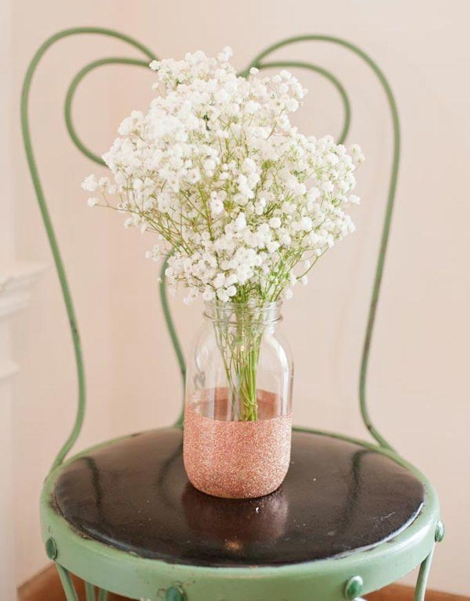 "Foto: Reprodução / <a href=""http://www.thesweetestoccasion.com/2012/07/diy-glitter-vases/"" target=""_blank""> The Sweetest Occasion</a>"