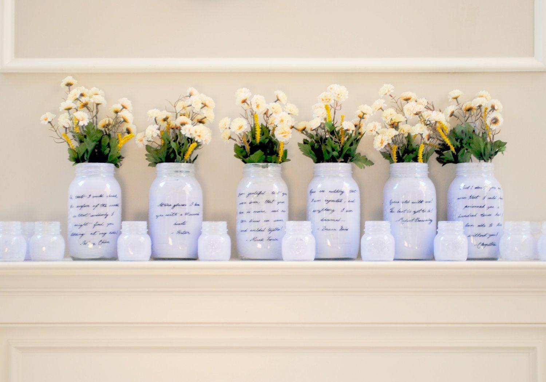 "Foto: Reprodução / <a href=""http://www.onewed.com/photos/show/things-brides-love-mason-jar-wedding-reception-decor-centerpieces-romantic-light-lilca--3"" target=""_blank"">Onewed</a>"