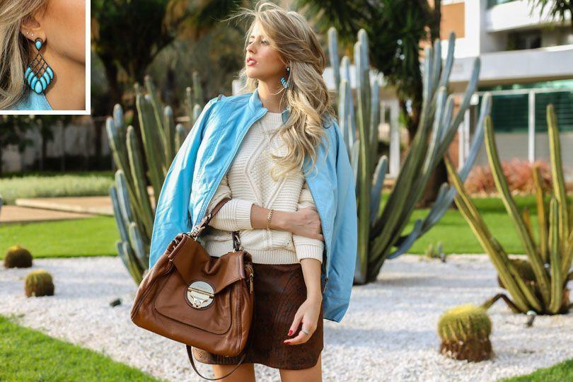 "Foto: Reprodução / <a href=""http://www.marinacasemiro.com.br/2015/05/look-jaqueta-azul-bebe-tricot-saia-estampa-cobra-brinco-turquesa/"" target=""_blank"">Marina Casemiro</a>"