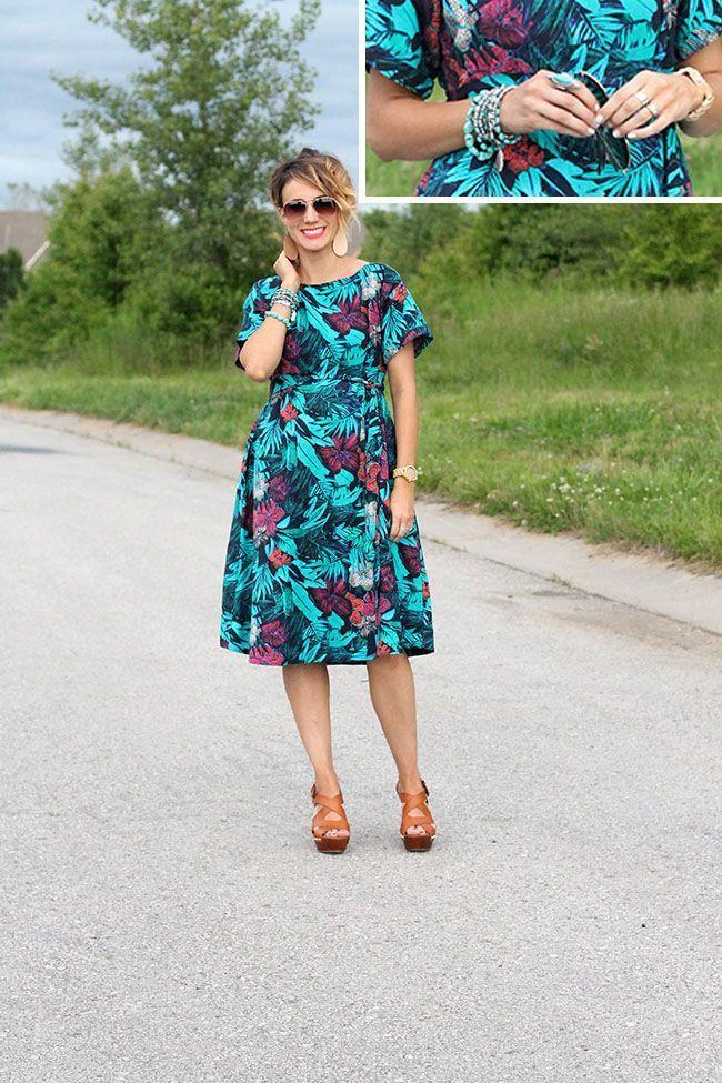 "Foto: Reprodução / <a href=""http://www.onelittlemomma.com/2015/06/sunday-style-tropical-midi-dress.html"" target=""_blank"">One Little Momma</a>"