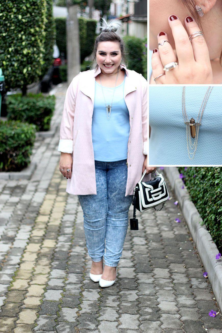 """Foto: Reprodução / <a href=""""http://juromano.com/looks/blusa-peplum-plus-size-calca-jeans-e-sobretudo-look-do-niver"""" target=""""_blank"""">Ju Romano</a>"""