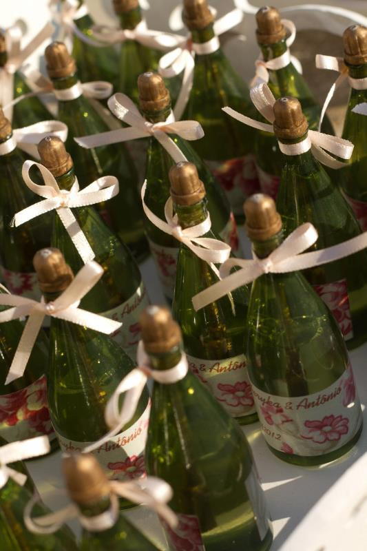 sparkling wine bottles customized Photo: Playback / Marrying in BH