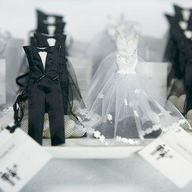 Bags with sweet bride and groom Photo: Playback / Wedding Shop