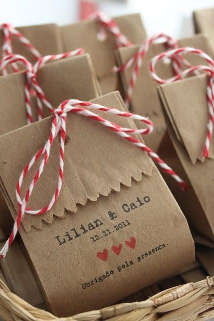 """Saquinho personalizado Foto: Reprodução / <a href=""""http://ouiweddingdesign.blogspot.com.br/2012/11/saquinhos-personalizados.html"""" target=""""_blank"""">Oui Wedding Design</a>"""