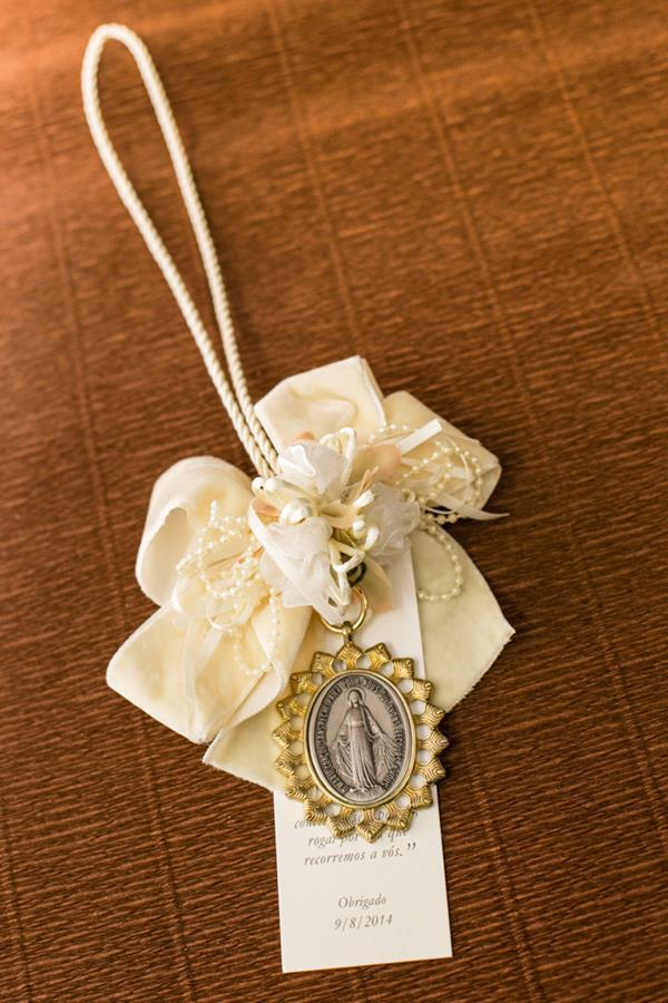 Souvenir with religious pendant Photo: Playback / Marrying in BH
