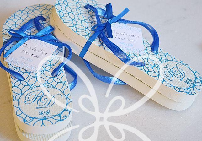 """Chinelos personalizado  Foto: Reprodução / <a href=""""http://faitlamain.com/2012/10/23/num-mar-de-azul-turquesa/"""" target=""""_blank"""">Fait à La Main</a>"""
