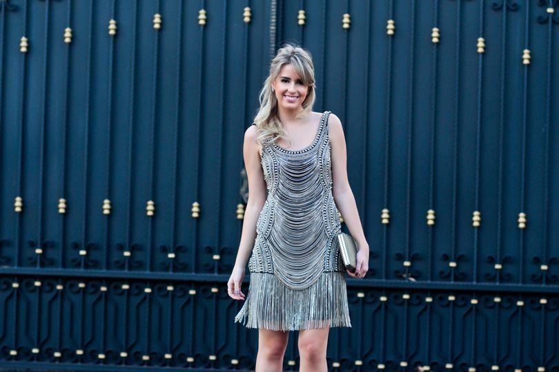 """Foto: Reprodução / <a href=""""http://www.marinacasemiro.com.br/2013/12/estou-de-volta-look-da-noite-vestido-de-correntes/"""" target=""""_blank"""">Marina Casemiro</a>"""