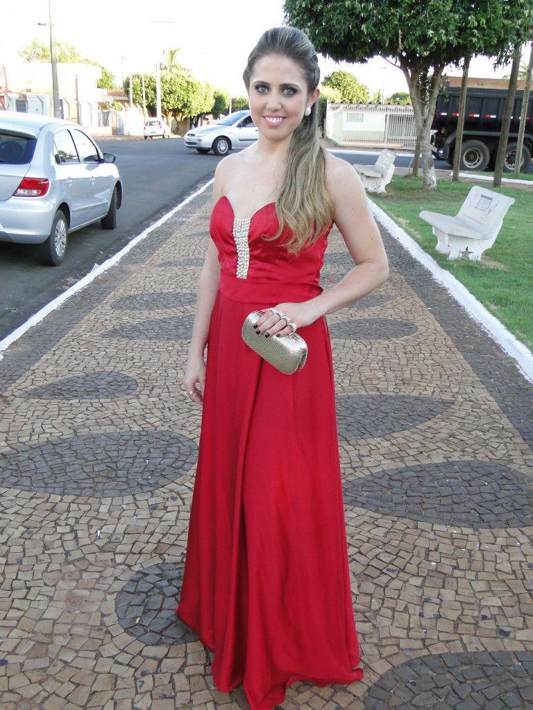 """Foto: Reprodução / <a href=""""http://www.camilaarmindo.com.br/look-madrinha-de-casamento-e-saga-vestido/attachment/2/"""" target=""""_blank"""">Camila Armindo</a>"""