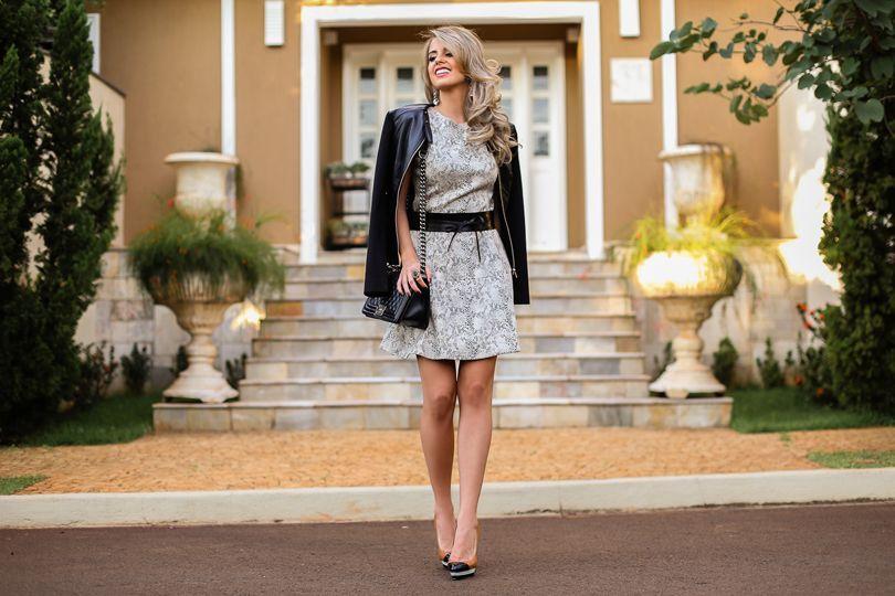 """Foto: Reprodução / <a href=""""http://www.marinacasemiro.com.br/2015/04/look-vestido-em-a-com-estampa-de-cobra-scarpin-tricolor/"""" target=""""_blank"""">Marina Casemiro</a>"""