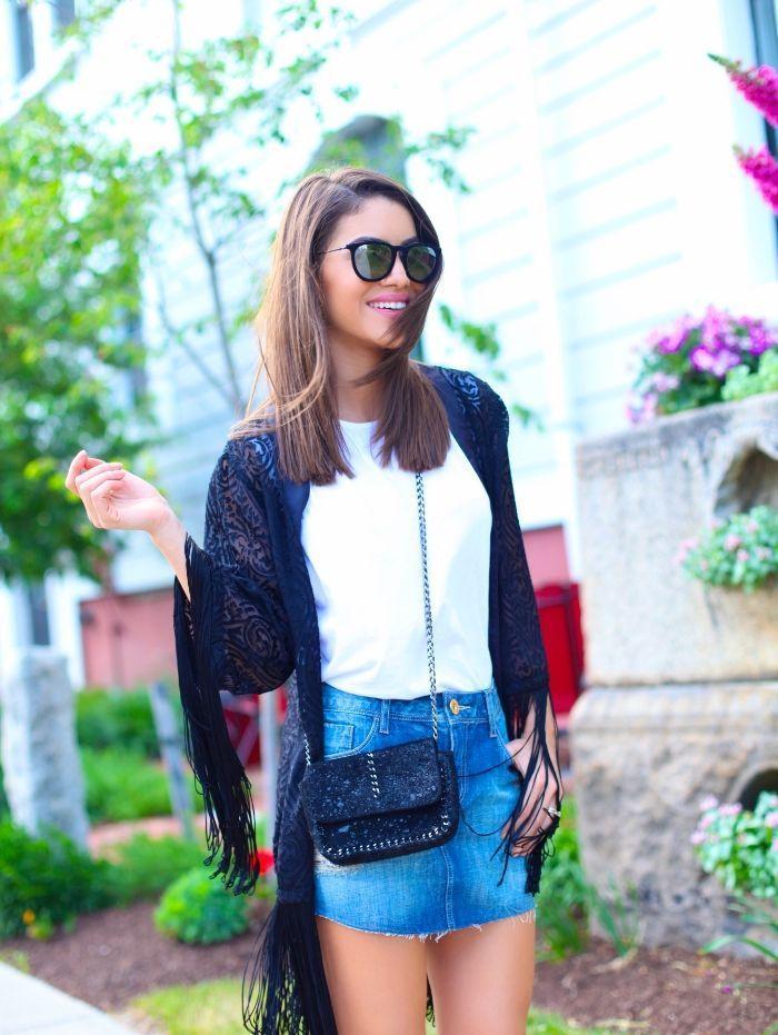 """Foto: Reprodução / <a href=""""http://camilacoelho.com/2015/05/28/look-do-dia-saia-jeans-e-kimono/"""" target=""""_blank"""">Camila Coelho</a>"""