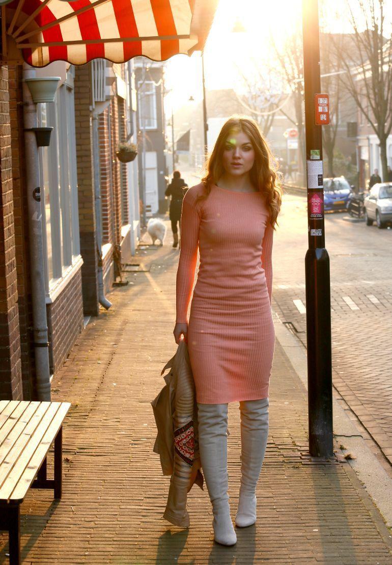 "Foto: Reprodução / <a href=""http://www.fashionisaparty.com/2015/02/spring-dress.html/"" target=""_blank"">Fashion Is A Party</a>"