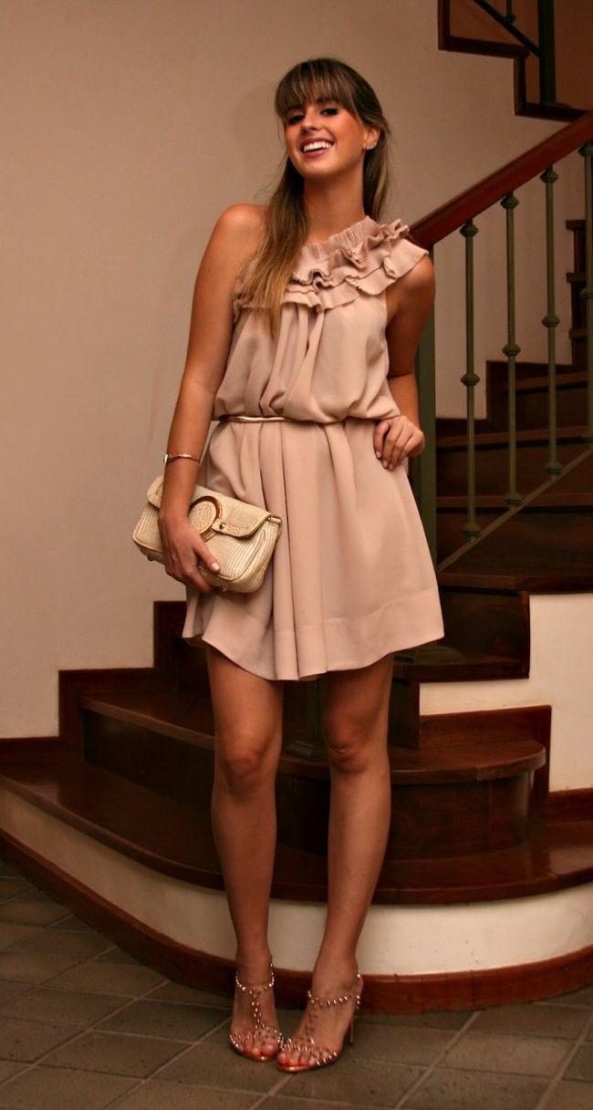 """Foto: Reprodução / <a href=""""http://www.marinacasemiro.com.br/2012/10/look-do-dia-vestido-de-um-ombro-so-sandalia-metalizada-de-vinil-com-spikes/"""" target=""""_blank"""">Marina Casimiro</a>"""