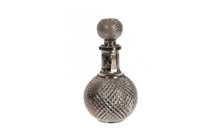 "Garrafa decanter Barroco por R$84,00 na <a href=""https://www.popdecor.com.br/cozinha/garrafa-decanter-barroco-redonda-prata.html"" target=""blank_"">Pop Decor</a>"