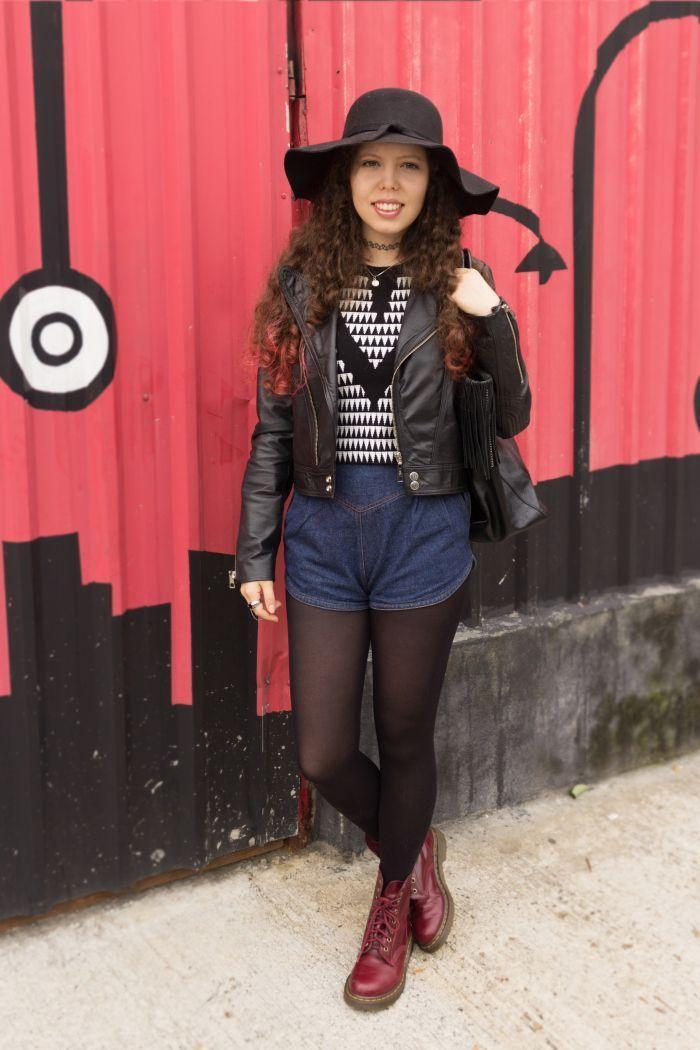 "<a href=""https://nuvemiridescente.wordpress.com/2015/05/15/look-do-dia-jaqueta-de-couro-e-short-jeans-vintage/"" target=""_blank"">Nuvem Iridescente</a>"