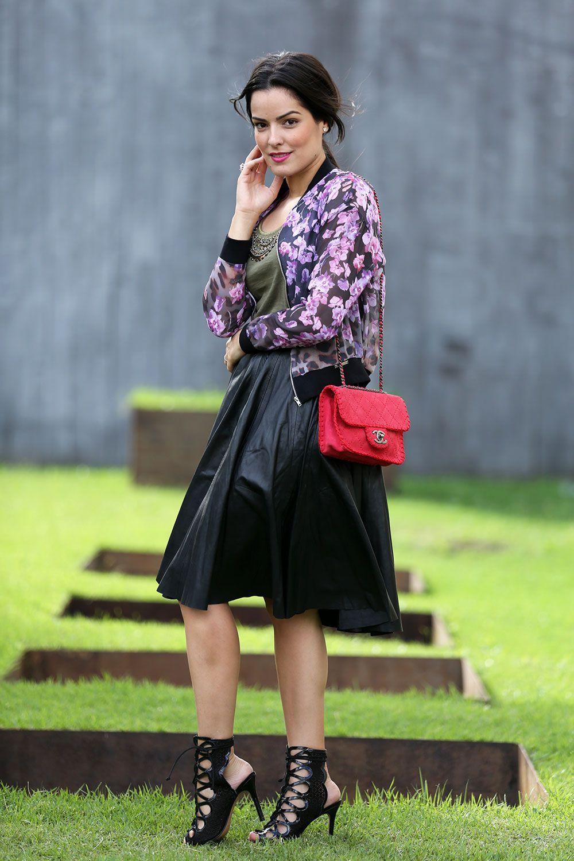 "Foto: Reprodução / <a href=""http://www.blogdamariah.com.br/index.php/2014/04/look-do-dia-floral-bomber-jacket/"" target=""_blank"">Blog da Mariah</a>"