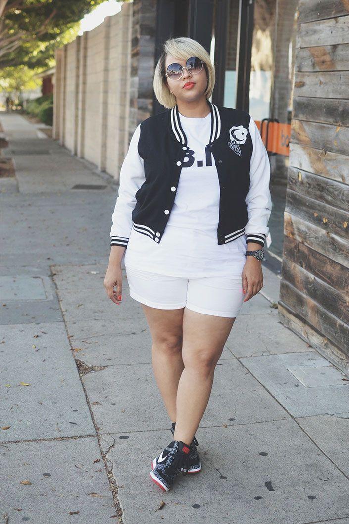 "Foto: Reprodução / <a href=""http://gabifresh.com/2015/04/plus-size-white-denim-shorts-ouija-varisty-jacket-2015/ "" target=""_blank"">Gabi Fresh</a>"