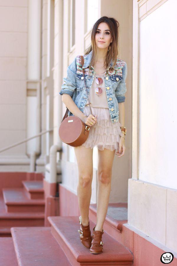 "Foto: Reprodução / <a href=""http://fashioncoolture.com.br/2015/05/17/lofty-manner-sequined-denim-jacket-tule-skirt/"" target=""_blank"">Fashion Coolture</a>"
