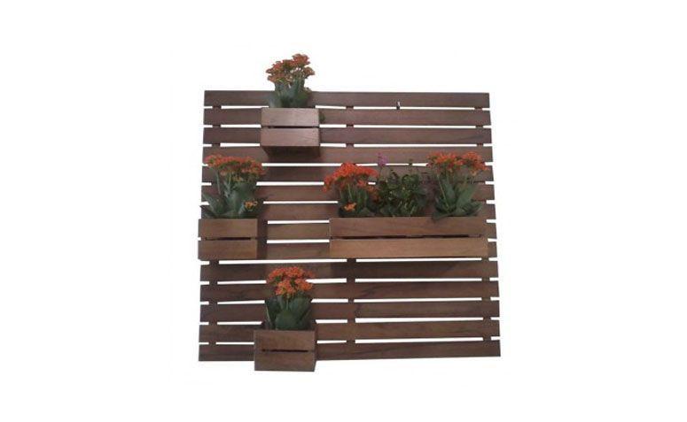 """Jardim vertical 1 floreira, 3 cachepôs por R$124,90 na <a href=""""http://www.myshopbrasil.com.br/jardim-vertical-1-floreira-em-madeira-macica-de-lei-rustica"""" target=""""blank_"""">My Shop Brasil</a>"""