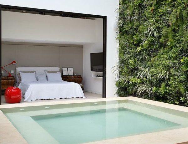 """Foto: Reprodução / <a href=""""http://assimeugosto.com/arquitetura/piscinas-de-apartamentos/"""" target=""""blank_"""">Assim eu gosto</a>"""