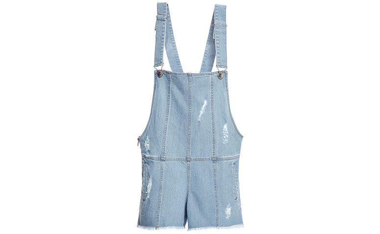 "Jardineira jeans Olympiah por R$552 na <a href=""http://www.gallerist.com.br/Jardineira-Alipur-7245.aspx/p"" target=""blank_"">Gallerist</a>"