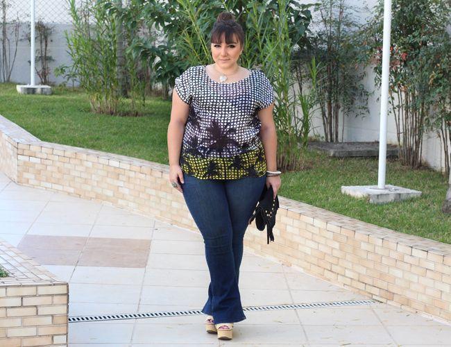 """Foto: Reprodução / <a href=""""http://juromano.com/looks/jeans-plus-size-calca-com-tecnologia-power"""" target=""""_blank"""">Entre topetes e vinis</a>"""