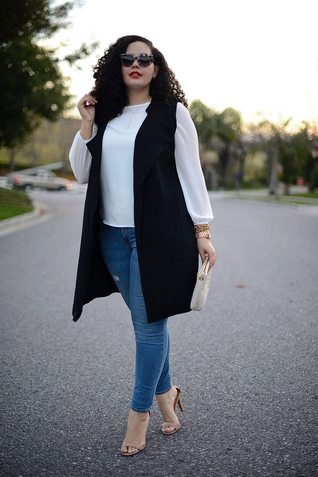"Foto: Reprodução / <a href=""http://girlwithcurves.com/post/107869872012/sleeveless-jacket"" target=""_blank"">Girl with curves</a>"