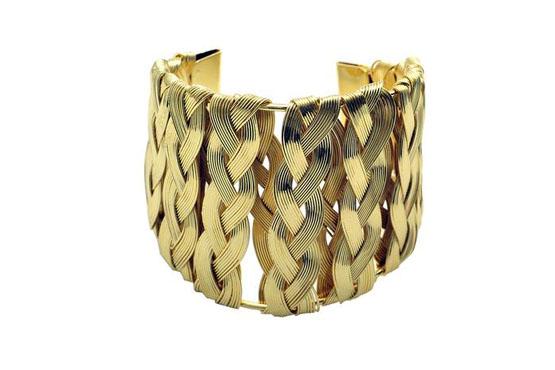 <p>Bracelete dourado - Morana. Preço R$119.</p>