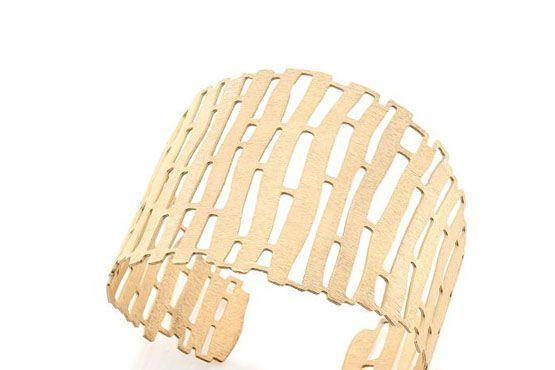 <p>Bracelete dourado - Rommanel por R$205. </p>