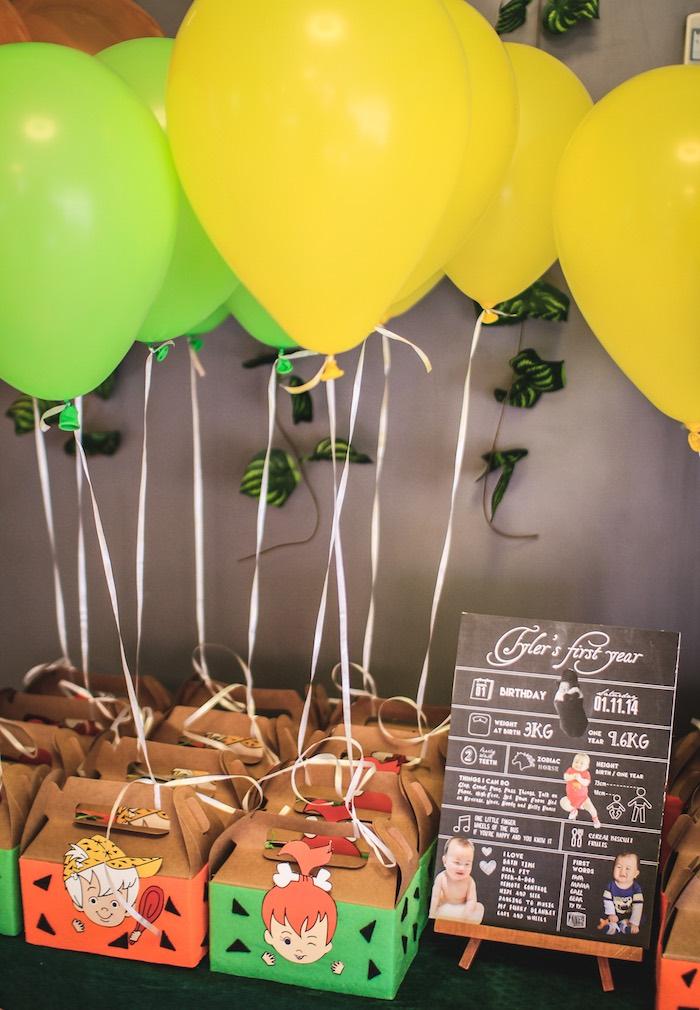 "Foto: Reprodução / <a href=""http://www.karaspartyideas.com/2016/01/flintstones-inspired-birthday-party.html"" target=""_blank"">Kara's party ideas</a>"