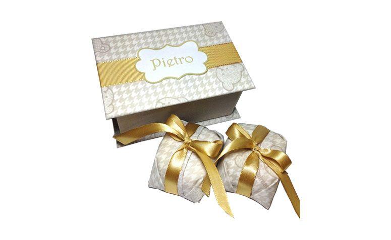 """Caixa com bem nascido por R$40,00 na <a href=""""http://www.elo7.com.br/bem-nascido-bem-casado-caixinha/dp/359E57#nd=1&df=d&uso=o&pso=cp&osbt=b-o"""" target=""""blank_"""">Elo7</a>"""