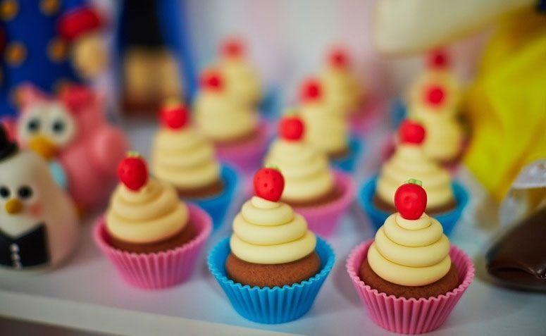 """Cupcakes por R$ 6 no <a href=""""http://www.elo7.com.br/cupcake/dp/61E49E"""" target=""""_blank"""">Elo7</a>"""
