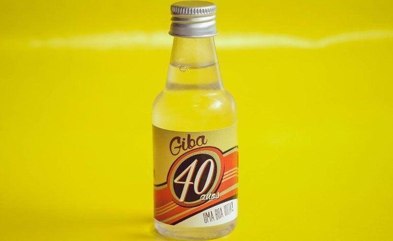 """Garrafinha de pinga personalizada por R$ 1,85 no <a href=""""http://www.elo7.com.br/garrafinha-de-pinga-personalizada-mod-2/dp/522CCB"""" target=""""_blank"""">Elo7</a>"""