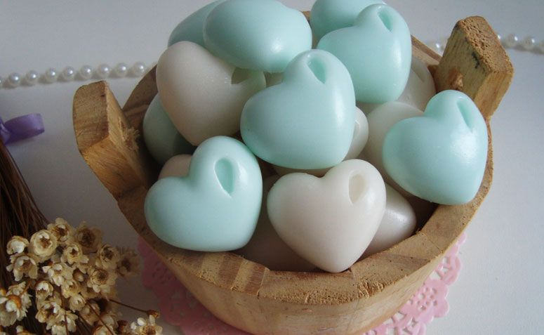 """Sabonete mini coração por R$ 2,20 no<a href=""""http://www.elo7.com.br/sabonete-mini-coracao/dp/54AF9F"""" target=""""_blank"""">Elo7</a>"""