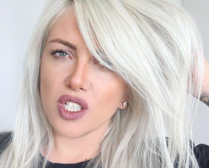 """Foto: Reprodução / <a href=""""http://www.makeoverday.com.br/tag/cabelo-platinado/"""" target=""""blank_"""">Nicole Make</a>"""