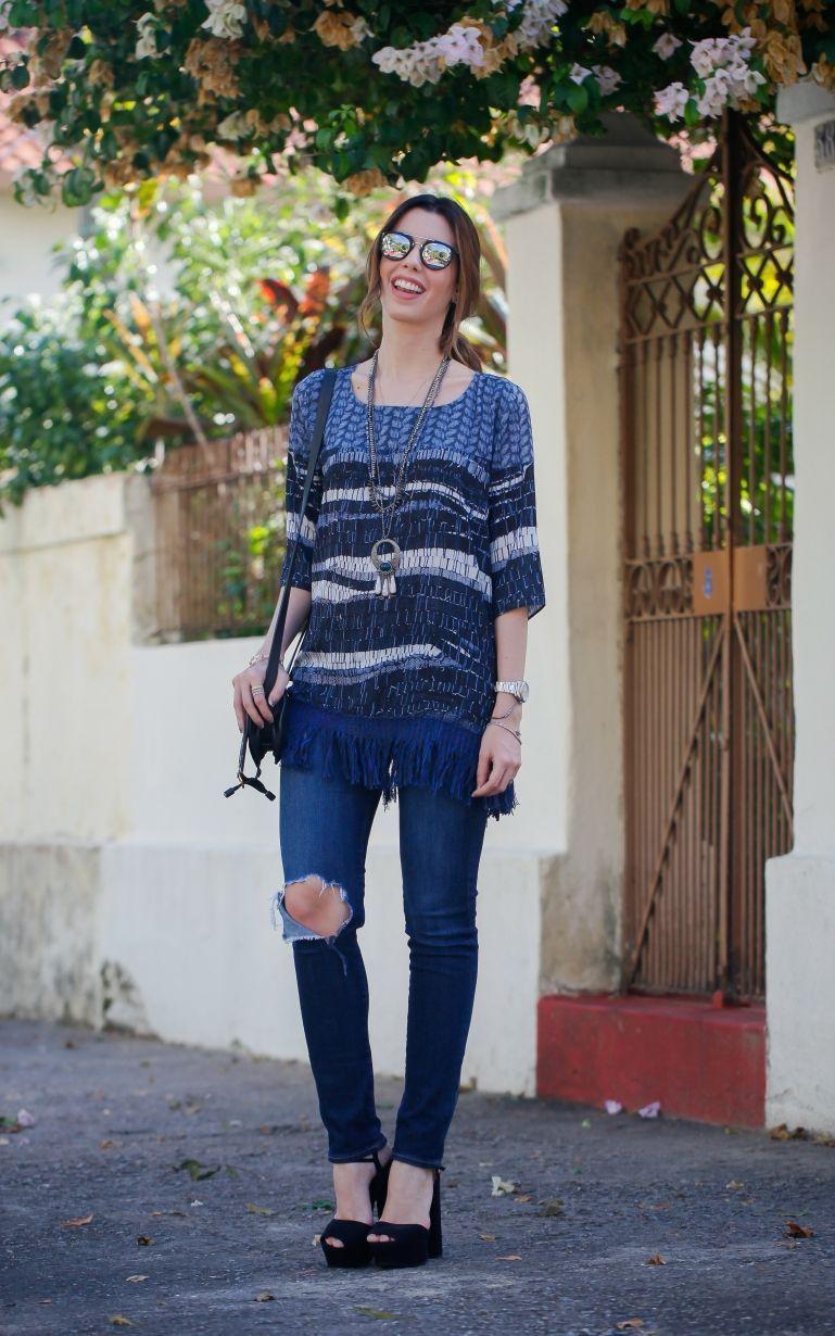 """Foto: Reprodução / <a href=""""http://www.garotasestupidas.com/look-do-dia-all-jeans-com-estampa/"""" target=""""_blank"""">Garotas Estúpidas</a>"""