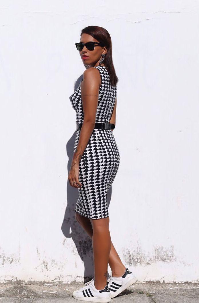 """Foto: Reprodução / <a href=""""http://modices.com.br/moda/look-do-dia-vestido-com-tenis/"""" target=""""_blank"""">Modices</a>"""