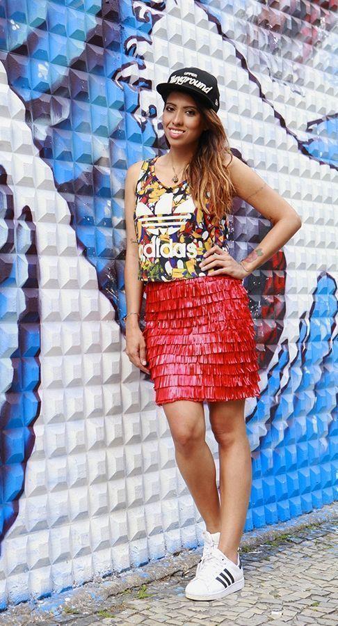 """Foto: Reprodução / <a href=""""http://modices.com.br/moda/look-da-carla-graffiti-tucanos-e-franjas/"""" target=""""_blank"""">Modices</a>"""